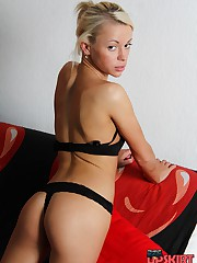 Sexy ass in black shows goodies