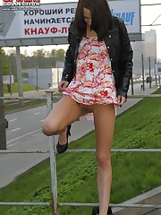 Hot chick's outdoor upskirt