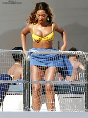Super trimming Beyonce Knowles celebrity upskirt