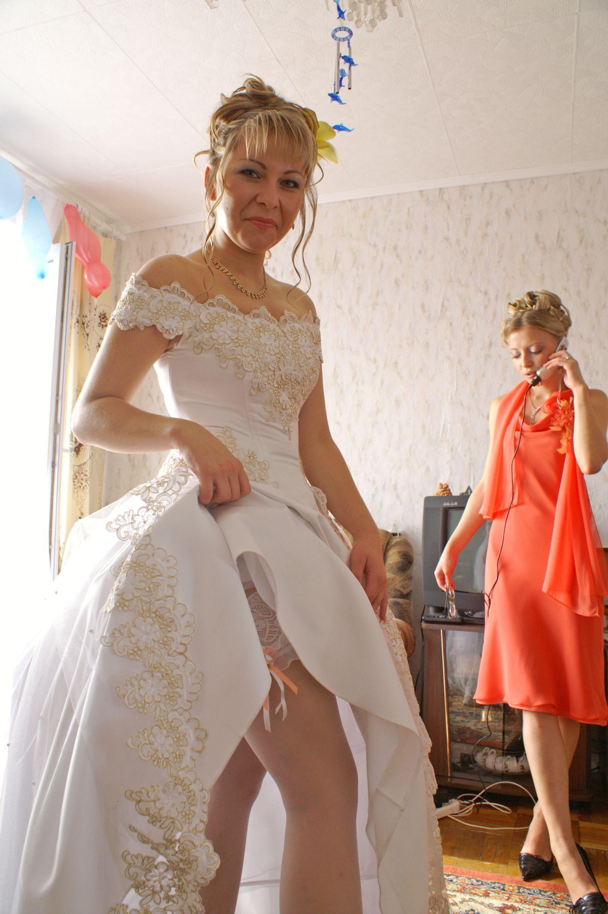 Частное фото у невесты под платьем 2 фотография