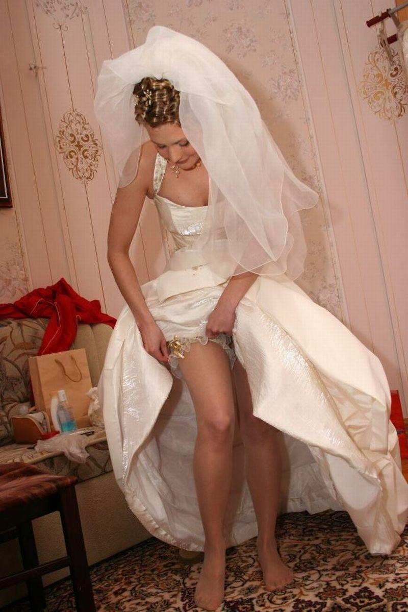 Смотреть фото у невест под юбками 5 фотография