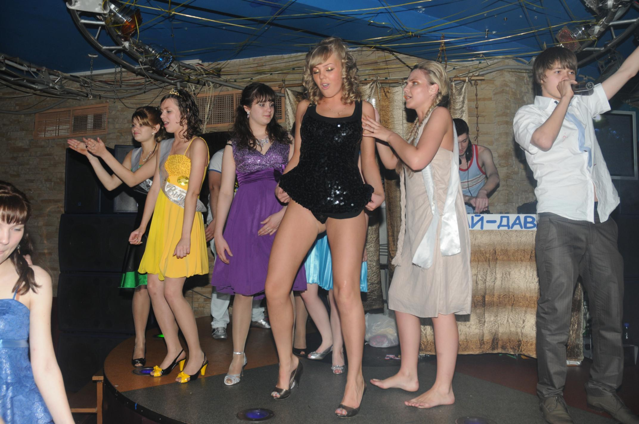Пьяные девки на дискотеке 25 фотография