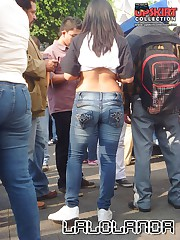 Girls in sexy jeans dont mind posing candid upskirt